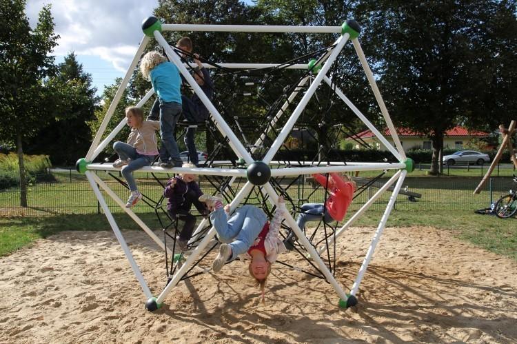 Play Park Blog Picture Plac zabaw metalowe zabawki - dobre rozwiązanie na lata.