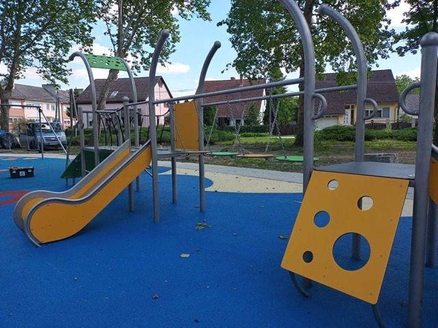Plac zabaw PLAY-PARK