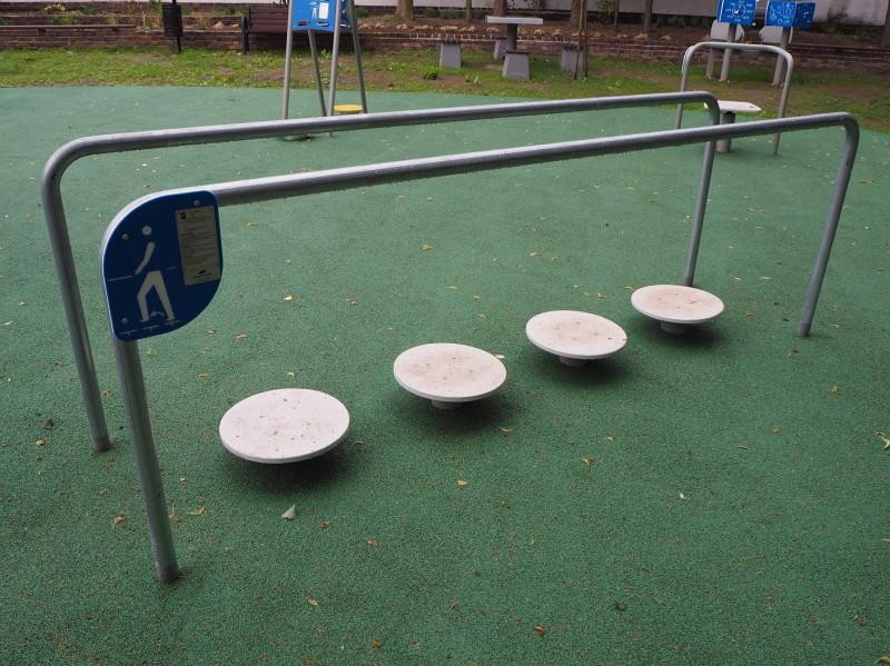 Plac zabaw Ścieżka z poręczami i ruchomymi stopniami Play Park