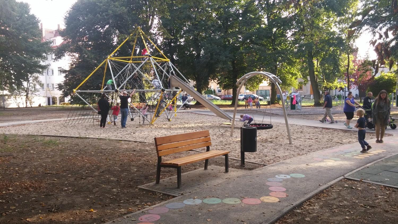 Play Park Blog Plac zabaw metalowe zabawki - dobre rozwiązanie na lata.