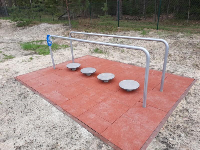Plac zabaw Ścieżka z poręczami i ruchomymi stopniami PLAY-PARK