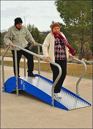 Plac zabaw Ścieżka z poręczami, schodami i pochylnią PLAY-PARK